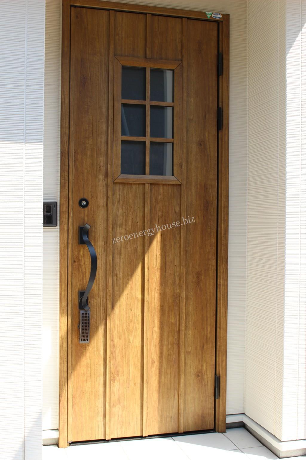 木目調玄関ドアに変更