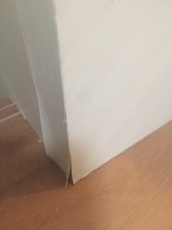 壁紙の剥げ